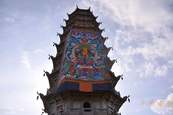 千佛塔寺举行隆重的晒大佛节