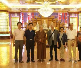 上海同济大学施建伟教授、陈维莉夫妇等人来寺参访